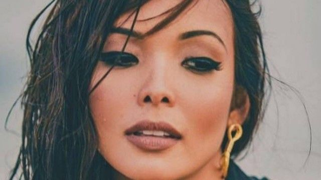 Maquiagem de Carol Nakamura faz sucesso. Saiba como fazer Faça traços com corretivos ou bases claras e escuras para definir os contornos . Espalhe depois.  Leia mais: http://extra.globo.com/mulher/maquiagem-de-carol-nakamura-faz-sucesso-saiba-como-fazer-20003859.html#ixzz4IZU32nlF