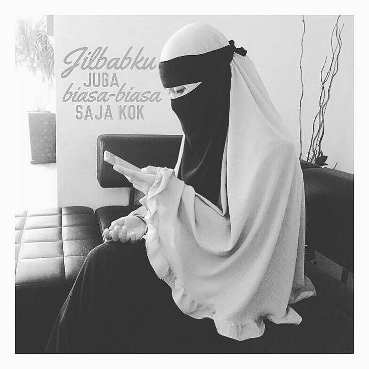 "@kirahfz  seringkali ketemu temen trus dia bilang: ""kamu kenapa sih kyk gini sekarang mbok biasa-biasa aja jilbabnya."" #  lah jilbabku juga biasa-biasa aja kok . #  emang definisi jilbab yang ""biasa-biasa aja"" menurutmu itu gimana? #  kalau menurutku jilbab ""biasa-biasa aja"" itu ya yang sesuai QS. Al Ahzab : 59 yang artinya... . . # ""Hai Nabi katakanlah kepada isteri-isterimu anak-anak perempuanmu dan isteri-isteri orang mukmin: ""Hendaklah mereka MENGULURKAN jilbabnya ke seluruh tubuh…"