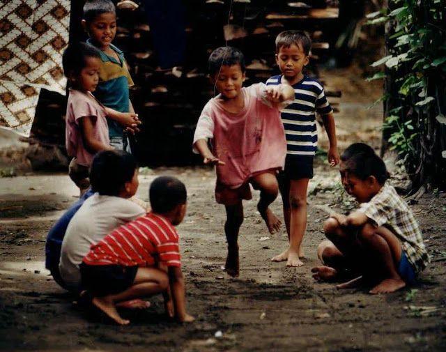 http://seputar-jateng.blogspot.de/2015/09/permainan-anak-anak-80-90-kini-tinggal.html