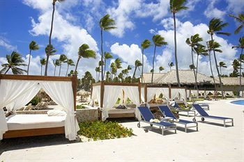 Majestic Elegance Punta Cana - bed on the beach!