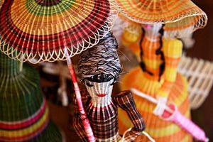 Rari y su artesanía en crin    La artesanía en crin también es una de las más destacadas en Chile, tanto por su originalidad, colorido, materiales que emplea, así como por su ornamentación. fotógrafa Elisa Bertelsen