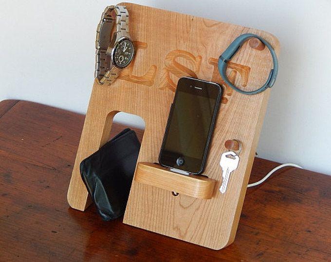 ¡Teléfono personalizado Docking Station - hecha de madera Real! -Día de los padres, regalo de los hombres, padrinos de boda regalo, regalo de aniversario