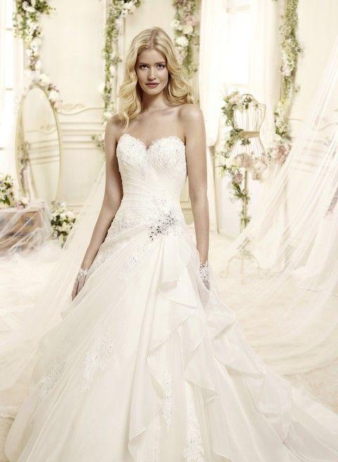 Romantické biele korzetové svadobné šaty s veľkou sukňou , svadobný salón Valery, s vyšívaným korzetom