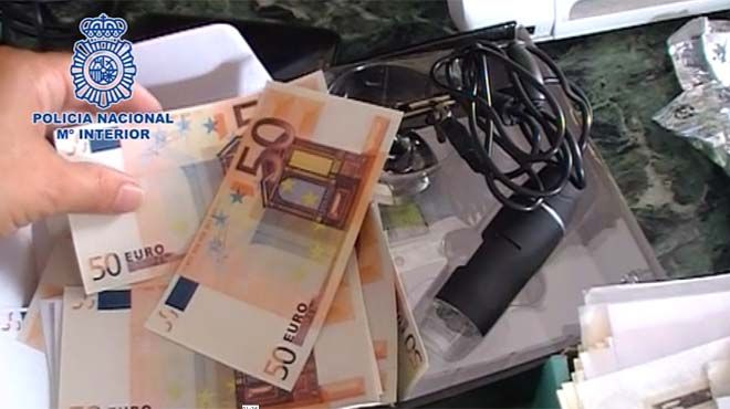 La policia nacional desmantela una imprenta dedicada a la falsificación de billetes e intervenido material para producir 1.275.000 euros :http://www.malagaes.com/nacional/la-policia-nacional-desmantela-una-imprenta-dedicada-a-la-falsificacion-de-billetes-e-intervenido-material-para-producir-1-275-000-euros/