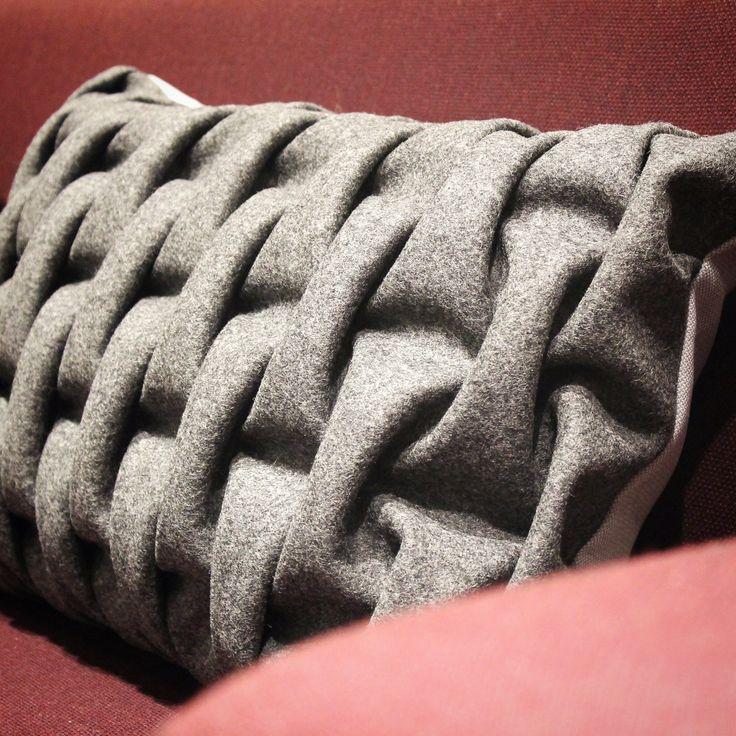 Cushion 'smocking'. Dark Grey BIG SMOCK. Kvadrat Textiles. Sewn by hand. mobel og rum