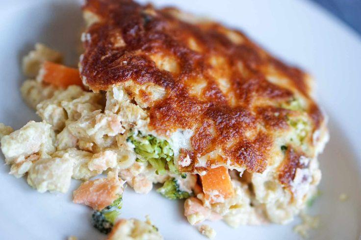 fiskegrateng med brokkoli, laks og gulrot