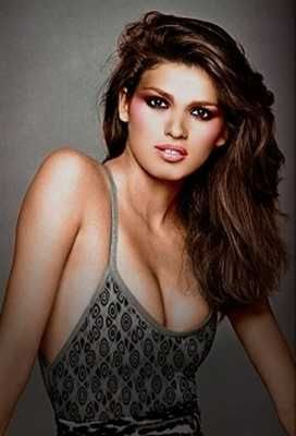 Gia-Carangi- In the early 1980s, Carangi was diagnosed with AIDS, which was a newly recognized disease. It is believed that she received the virus by sharing an infected needle. On November 18, 1986, aged 26, Gia Carangi died of AIDS-related complications. Her death was not widely publicized and few people in the fashion industry attended her funeral. Gia Carangi is thought to be one of the first famous women to die of AIDS.