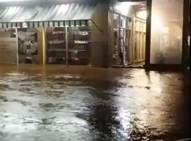 Κάτοικοι εγκλωβίστηκαν σε πλημμυρισμένα σπίτια στην Καλλονή της Λέσβου - ακραία καιρικά φαινόμενα