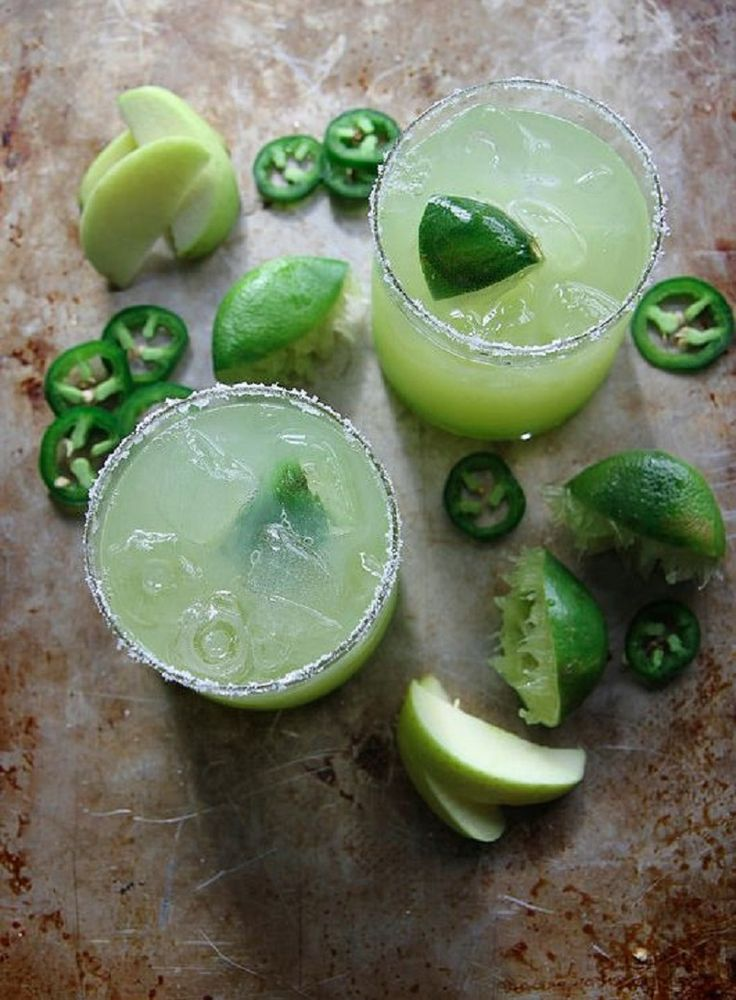Sour Spicy Green Apple Margarita - 12 Winter Party Cocktails | GleamItUp