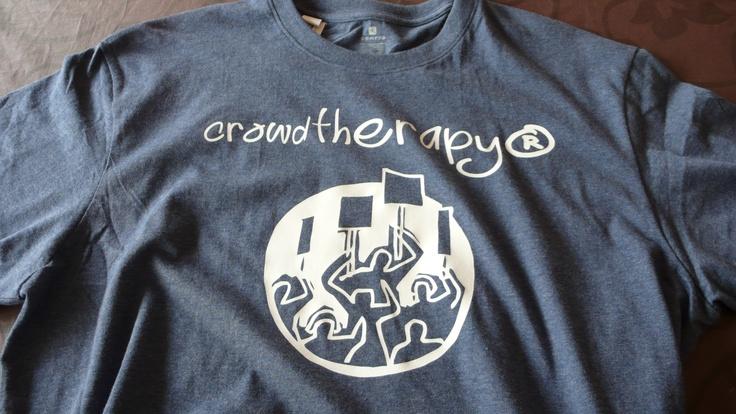 """""""crowdtherapy"""" - 12 € - para inconformistas, indignados, ajenos a cualquier marea, para los que ganan la copa o la champion y su lema es oeoeoeeeeee!!!!!"""