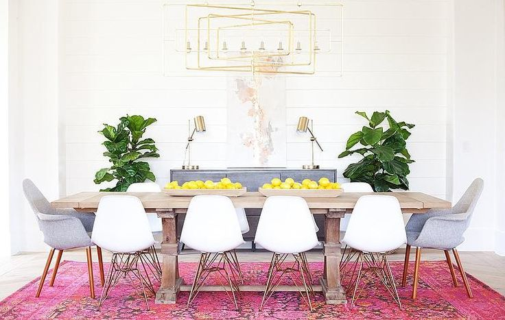Mismatched dining sets look great. But you need to get the seat height right for the table. The armrest height, chair width and table leg position are also all important. Follow these 9 tips to ensure you choose the right mismatched dining chair that functions and looks great with your dining table.