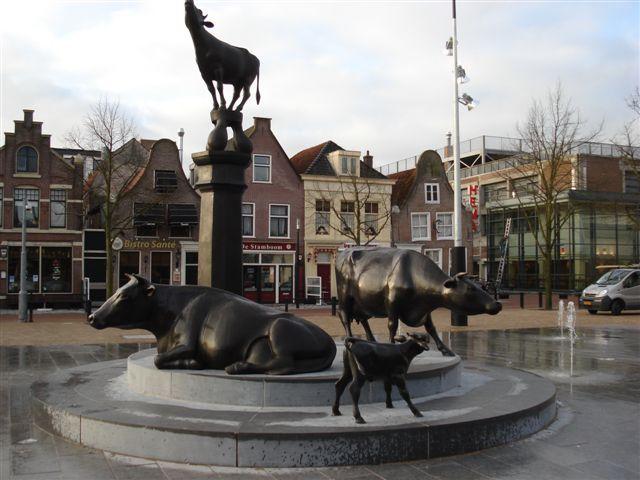Koemarkt met fonteinen. www.purmerend.kbonoordholland.nl