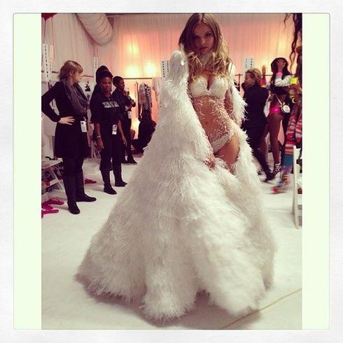 【ELLEgirl】マグダレナ・フラッコウィアック Victoria's Secret Fashion Show 2013