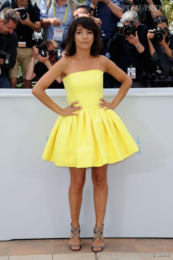 Florence Foresti nous charme avec sa robe acidulée et ses gambettes musclées