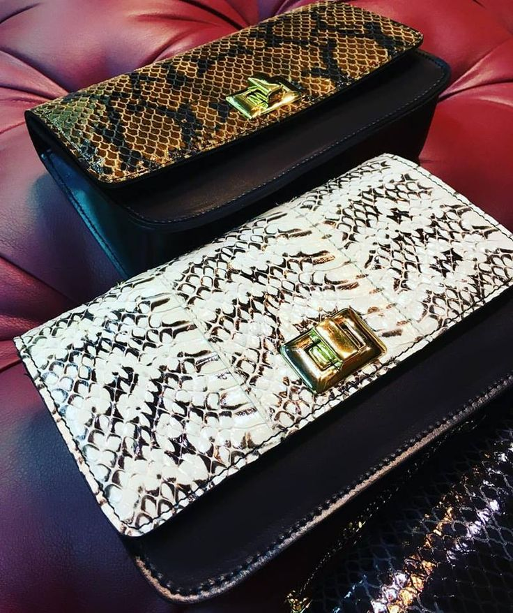 Cherry Heel Publicado por Karolina Zawada Te gusta esta página · Hace un momento ·    New in store! ❤️❤️  Exclusive collection of genuine snake leather clutch bags! Get your favorite one! 🛍  #CherryHeel #Luxuryshoeboutique #bags #clutch #bag #snakeleather #pythonleather #luxury #fashion #accessories #MadeinItaly #style #luxurystyle #luxuryfashion #luxurylifestyle #handmade #мода2017 #стиль #блогер #барселона #шоппинг #итальянскиебренды