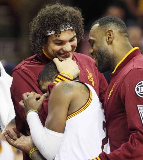 Anderson Varejao won't request a trade from Cleveland... #ClevelandCavaliers: Anderson Varejao won't request a trade… #ClevelandCavaliers