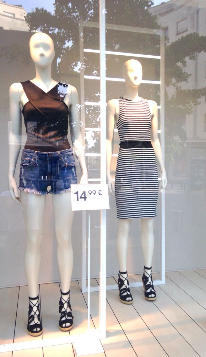 DOWNTOWN @hm Fashion Week Summer and indoor  Visual merchandising Display Fashion  H&M Vitrine France  Prêt à porter