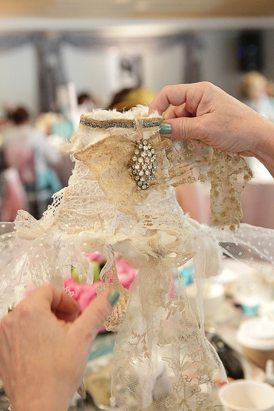 My Heart's Ease: Affaire At Tiffany's: Lamps Shad, Crafty Shabby, Vintage Jewels, Lampe, Lace Lampshades, Ideas Crafts, Crafts Parties