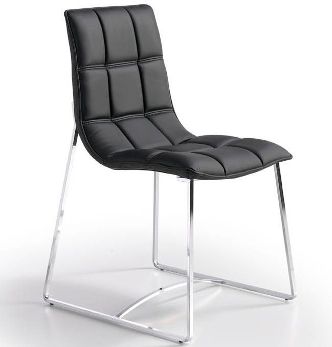 Silla de diseño. Moderna y tapizada en negro. http://www.sweethomedecora.com/muebles-de-salon/Sillas/silla-diseño-tapizada-BZ500