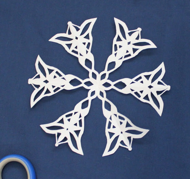 To add to your nerdy snowflake collection :) LOTR Snowflake!