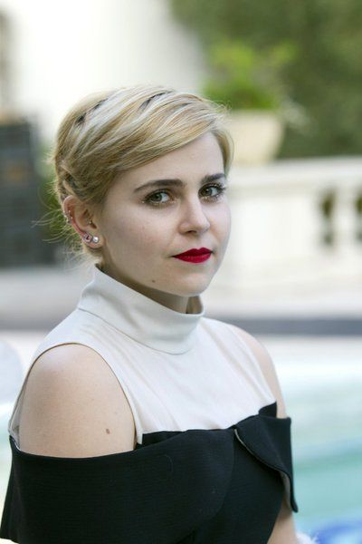 Mae Whitman. My new favorite actress of all time. She seriously is the coolest person ever. God I wish I was her!