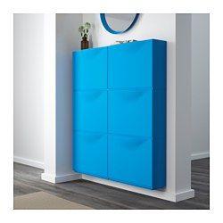 IKEA - TRONES, Schoenenkast/opberger, zwart, , De kast is ondiep en neemt daardoor weinig ruimte in. Ideaal voor het opbergen van schoenen, handschoenen en sjaals.Als je opbergbehoefte verandert, kan je heel eenvoudig meer opbergruimte creëren door meerdere kasten op elkaar te stapelen of naast elkaar te zetten.De bovenkant van de kast heeft een lager gedeelte met plaats voor kleine spulletjes, zoals sleutels, munten of je telefoon.De deur kan makkelijk worden verwijderd om de binnenkant…