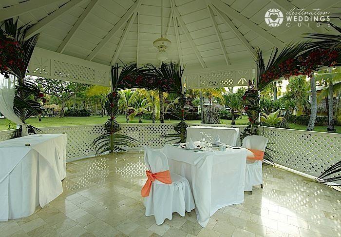 Garden Gazebo at Grand Palladium Palace Punta Cana via DestinationWeddingsGuide.com | #destinationwedding #puntacana #dominicanrepublic #gazebo #garden #destinationweddingsguide
