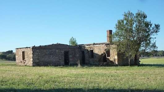 Ruins of returned soldier's small plot farming, near Murraytown, Northern Guidebook map 2.9