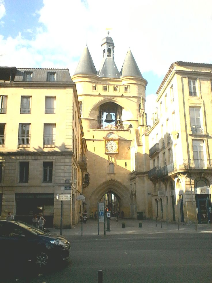 Direction la Grosse Cloche, monument incontournable de Bordeaux!
