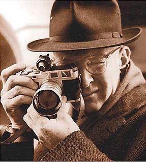 "• ""Decydujący moment"" - Henri Cartier-Bresson."
