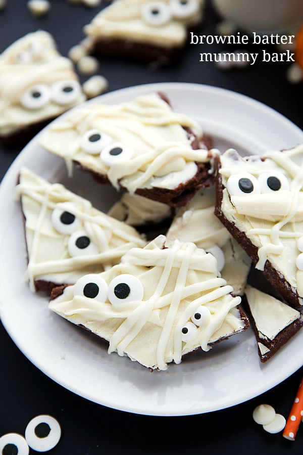 Super simple y fácil de la invitación de Halloween - brownie corteza de masa momia