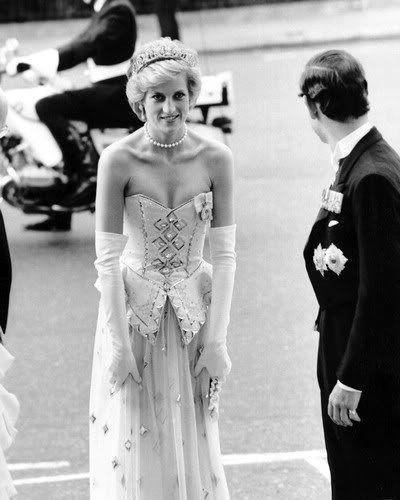 1986-07-03 Diana at a Banquet hosted by the President Of Germany, Richard Von Weizsacker and his wife Marianne, German Embassy, London