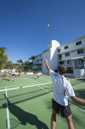 Noosa Quays - Half-court tennis - Noosa Townhouse Accommodation