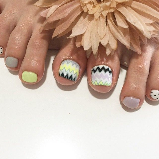 #nail#gelnail#cute#beauty#beautiful#instagood#pretty#girls#stylish#sparkles#gliter#nailart#art#photooftheday#unhas#preto#Branco#rosa#love#gelpedi#pedicureart