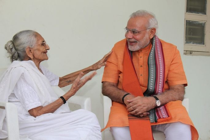 PM seeking the blessings of his Mother