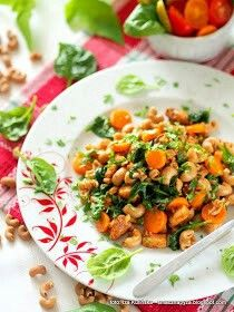 Makaron razowy duszony na patelni, z kurczakiem i warzywami