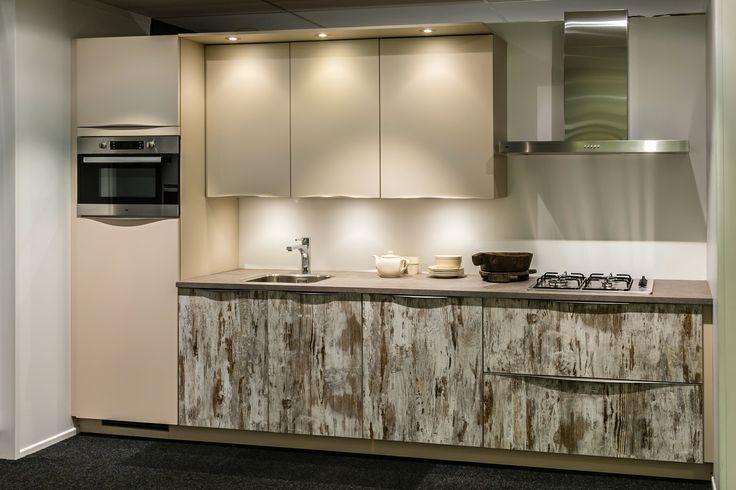 Moderne keuken met 2 frontkleuren van 6441 voor 3850 db keukens goedkope - Keuken uitgerust voor klein gebied ...