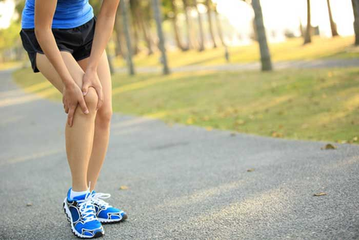 Many people are suffering from aching knees, which makes them feel uncomfortable and limits them in daily activities. Experts found that the best medicine for that kind of pain is exercising. So, what is the most powerful workout to stabilize the joint and to reduce the pain? Here is a workout of 11 proven exercises that strengthen the muscles and ligaments supporting the knee joints. They also, decrease the chances of injury.