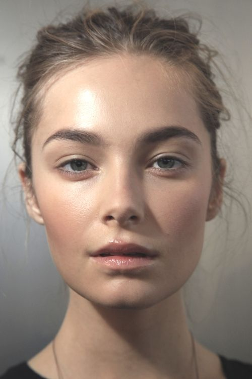 Beautiful simple makeup! Start with healthy skin by using a serum or facial oil. We love RMS Beauty Oil which is rich in Rosehip Seed Oil, Buriti Oil, and Jojoba Oil