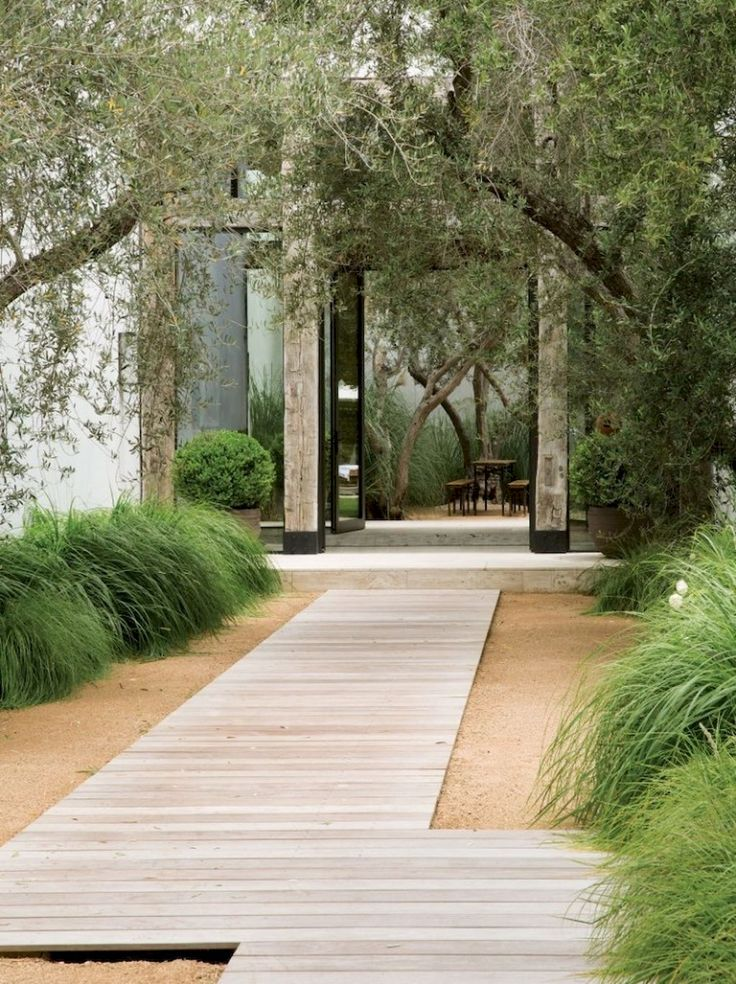 Nice 90+ Stunning Inspiration Modern Walkways Pavers for Front Yard Ideas https://decorapatio.com/2017/06/11/90-stunning-inspiration-modern-walkways-pavers-front-yard-ideas/