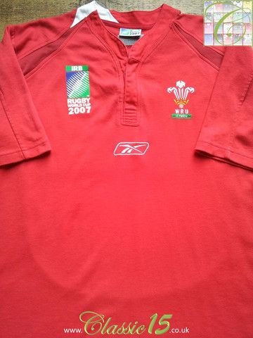 Relive Wales' 2007 World Cup with this vintage Reebok home rugby shirt.