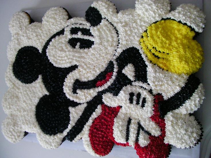 mickey mouse cupcake cake...so cute