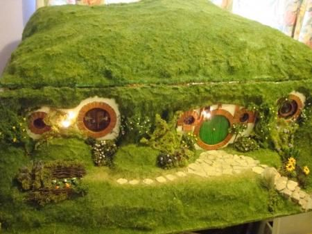 Someone made an entire hobbit dollhouse, but what's most impressive is that it looks like a cool green roof fairy tale home. Unbelievable.