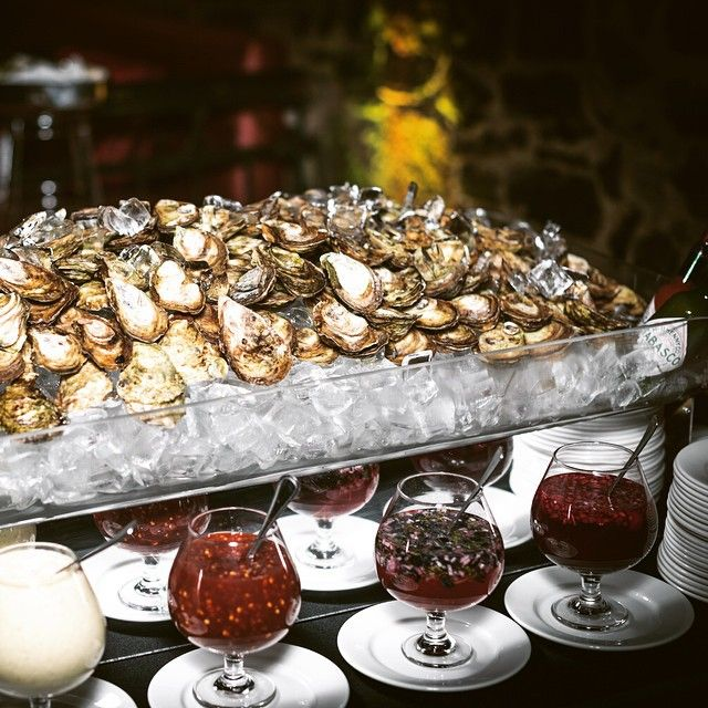 Never ending oyster bar @vieuxportsteakhouse . Check out the complete article on the blog! www.thefoodiemtl.com #oysters #vpsteak #vieuxportsteakhouse #oldmontreal #montreal #mtl #livemontreal #thefoodiemtl #foodlove #huitres #steakhouse