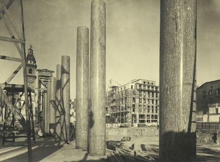 VIA ROMA ANNI TRENTA. Via Roma II tratto, posa delle colonne dei portici. 31 ottobre 1936, gelatina, mm 184x243. #torino #vintage