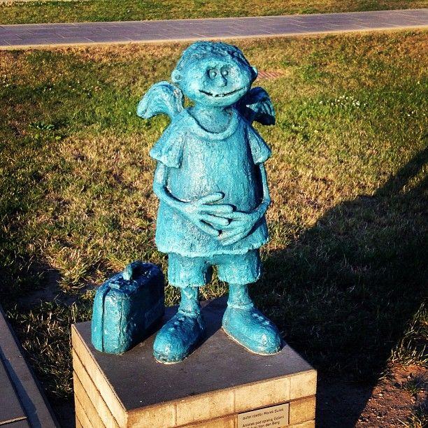 Found on #Starpin #warsaw #sculpture #litlle #funny