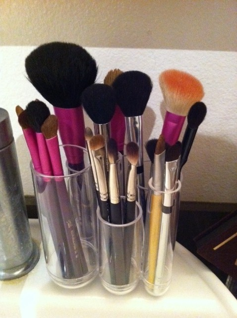 container store holder for make-up brushes