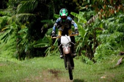 Riding a motorcycle is a challenging adventure cross and will not be forgotten during your vacation in Bali, to maintain the safety and security of the rider, the company provides equipment #Bali #Adventure #Activities #Trips #Trip #TripsBali #Countryside