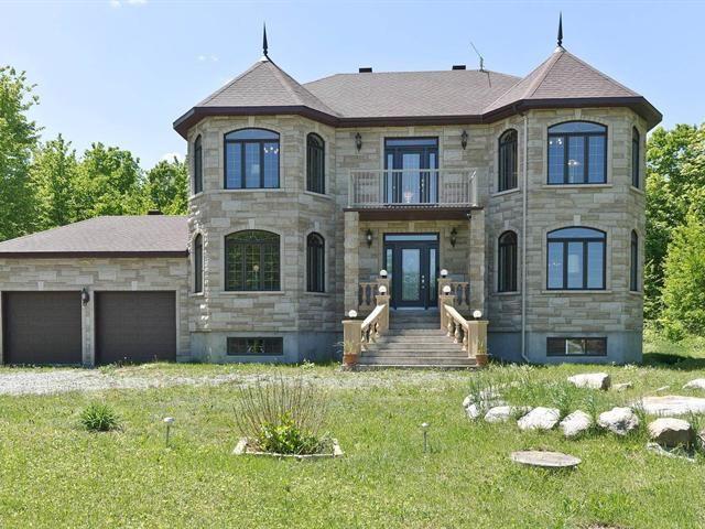 NOUVEAUTÉ SUR LE MARCHÉ ! Demeure de style manoir située sur un domaine de + de 233 acres, Sainte-Marthe - 2 200 000$