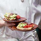 Een heerlijk recept: Montadito met ansjovis tomaat en avocado